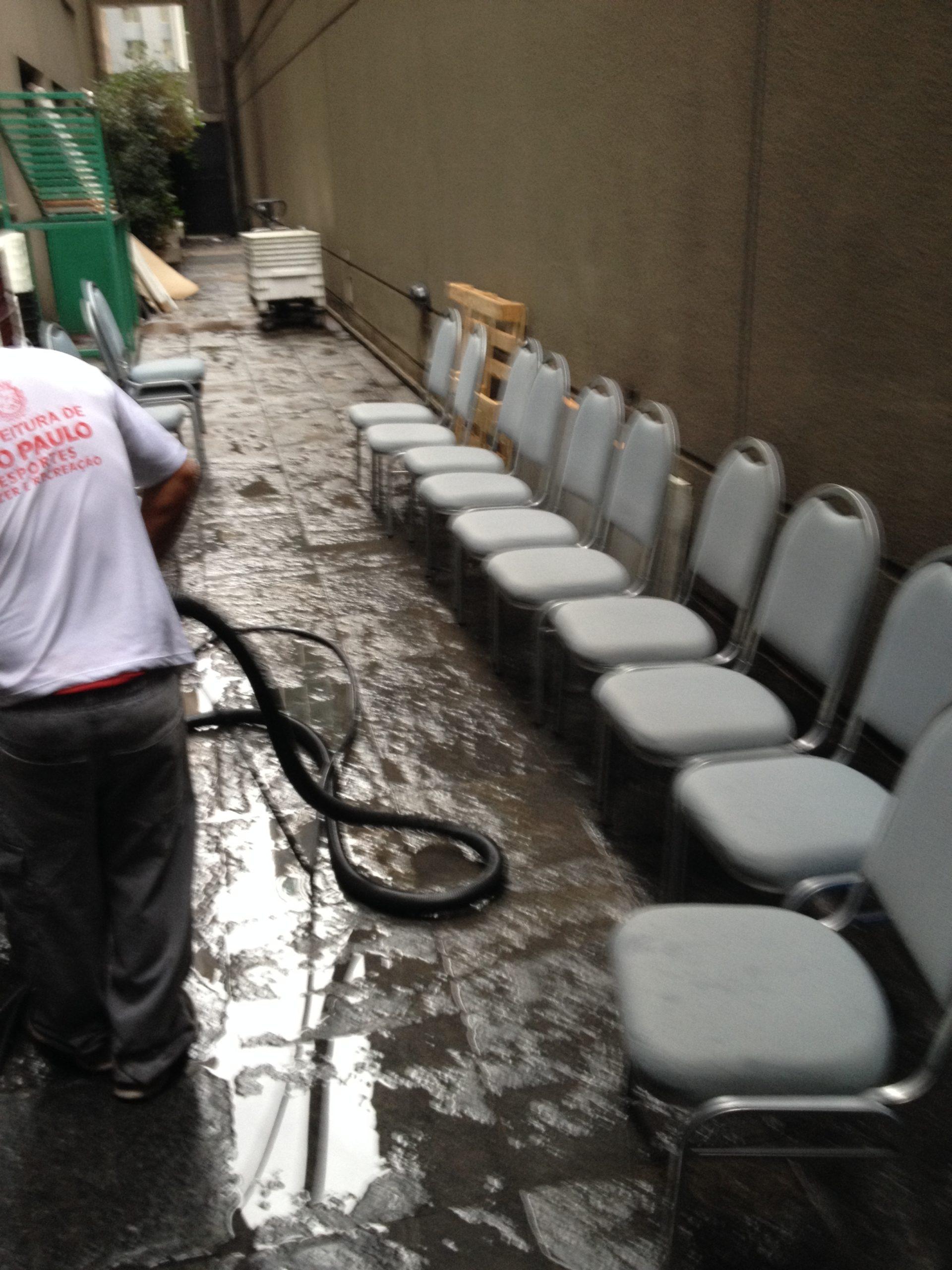 HIGIENIZAÇÃO DE CADEIRAS limpeza de cadeiras